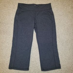 Athleta Charcoal Yoga Capri Pants Size Medium